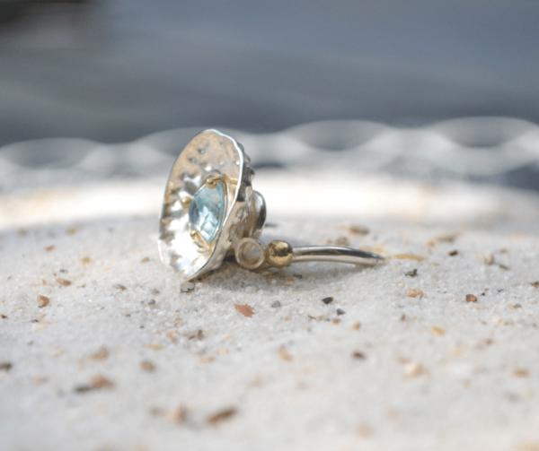 zilveren handgemaakte ring met aquamarijn in gouden zetting