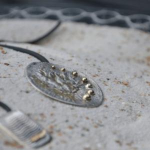 Zilveren hanger met 7 gouden bolletjes