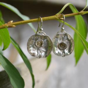 Zilveren oorbellen met kommetje en goudaccent
