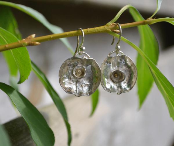 Zilveren oorbellen met kommetje met goudaccent