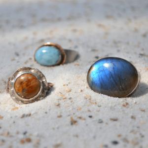Stoere en prachtige zilveren ring met multicolor Labradoriet