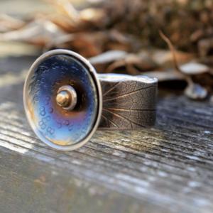 Zilveren ring met titanium en gouden bolletje