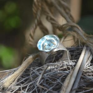 Zilveren ring met blauwe Topaas en emaille