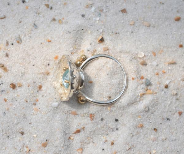 Handgemaakte zilveren ring met Aquamarijn in gouden zetting
