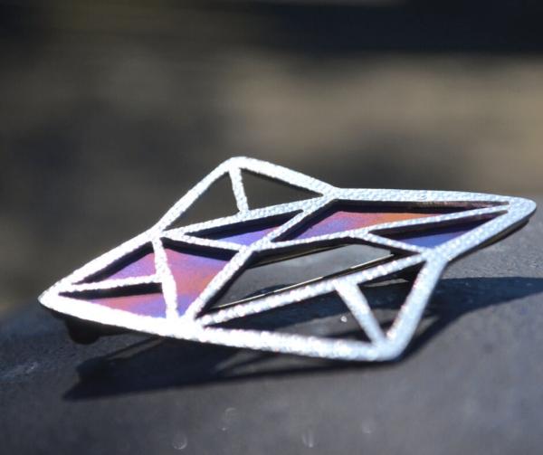 broche van zilver met titanium