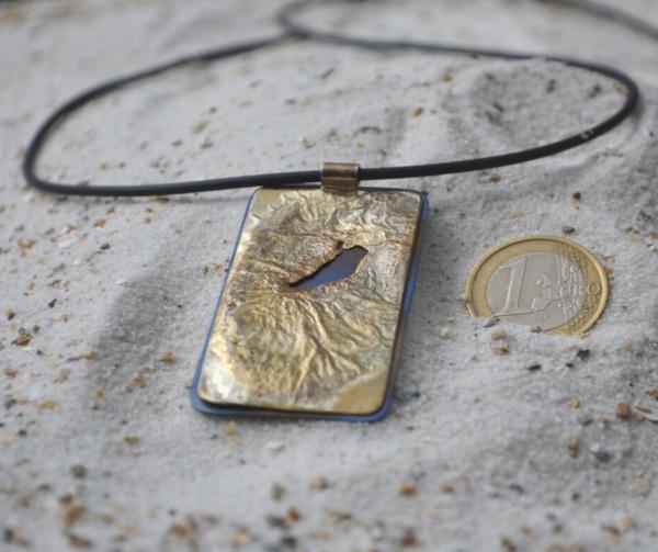 Hanger met gesmolten zilver en titanium