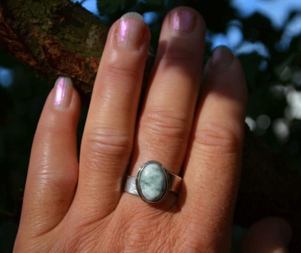 Zilveren ring met goud en boomagaat