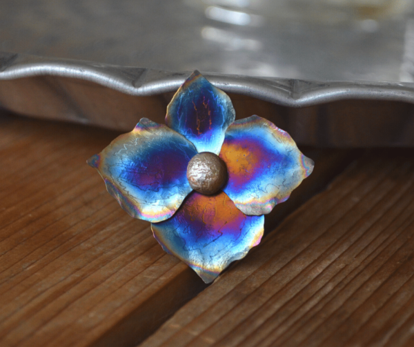 handgemaakte hanger hortensia van titanium