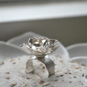 Romantische zilveren bloemenring Lotus
