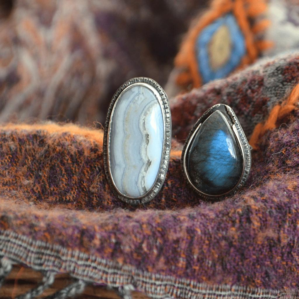 handgemaakte ring van zilver met witte agaat