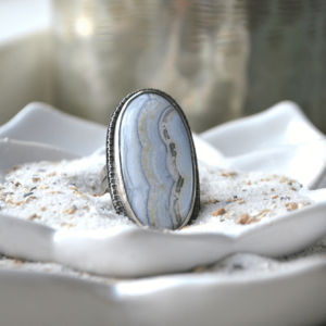Ring van zilver met een prachtige witte agaat