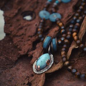 Hanger met larimar gecombineerd met tijgeroog en blue sponge quartz