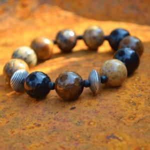 Armband van versteend hout met zilver