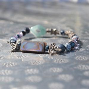Armbandje met Abalone schelp en multimix (edelsteen) kralen.