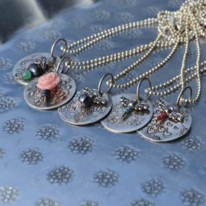 Zomerse hanger inclusief zilveren bolletjes collier