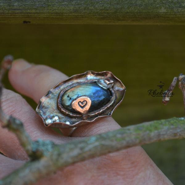 Aparte handgemaakte ring met multicolor Labradoriet