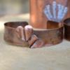 Armband van koper met hartjes