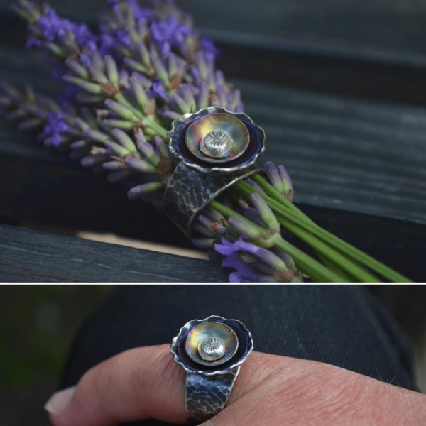 Kleurrijke bloemenring van zilver met titanium handgemaakt