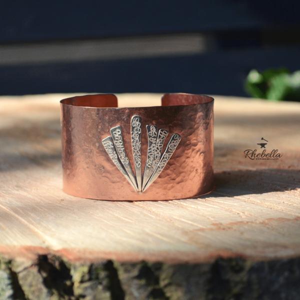 Handgemaakte armband van koper met decoratie van sterling zilver