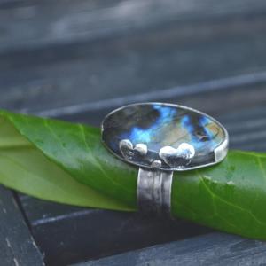 Grote zilveren ring met Labradoriet