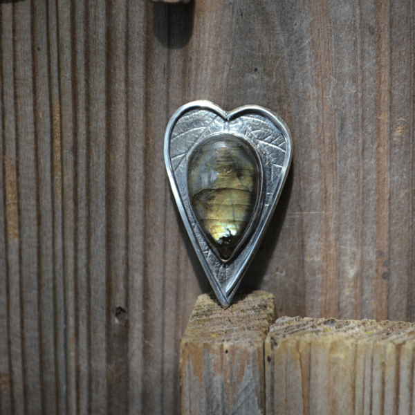 Ring HEART van zilver met Labradoriet met afdruk van het blad van een japanse wijnbes