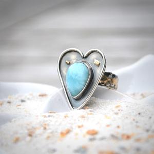 """Prachtige ring """"heart"""" van zilver met Larimar en 14k goud"""