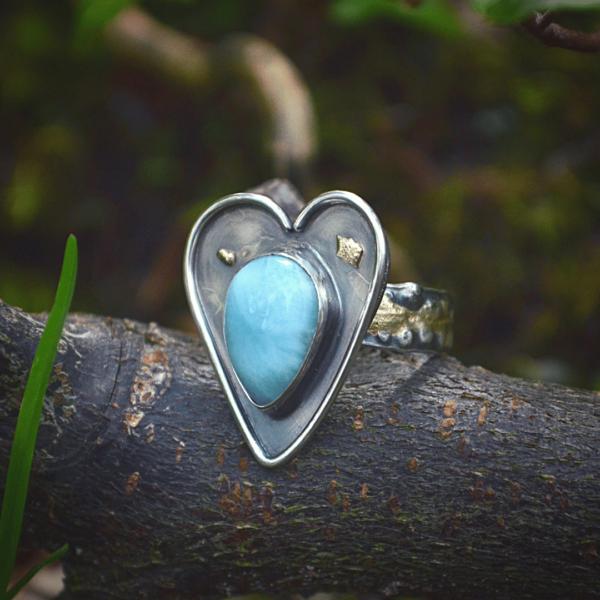 """Ring """"heart"""" van zilver met goud en Larimar"""
