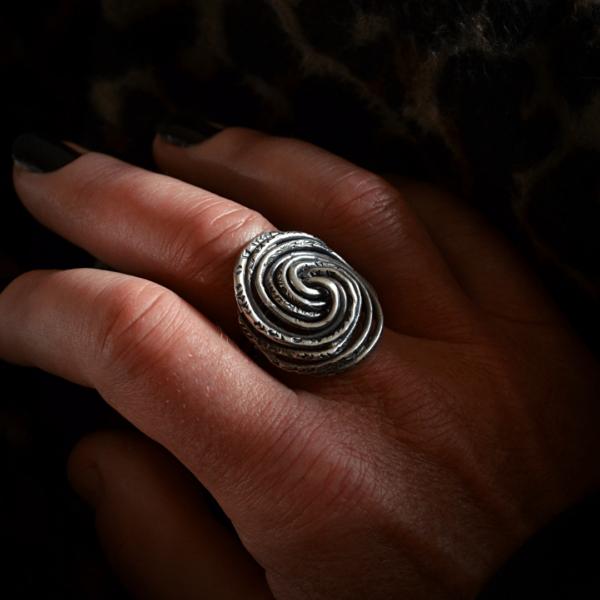 ng van zilver met fascinerend lijnenspel