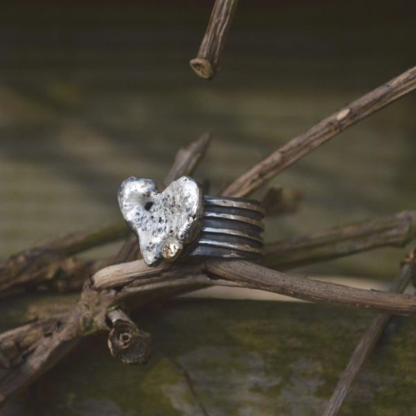 """Zilveren ring met goudaccent """"strong heart"""""""