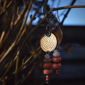 """Oorbellen """"Spiral"""" met bamboekoraal"""