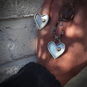 "Handgemaakte zilveren ring met goud ""let your heart shine"""