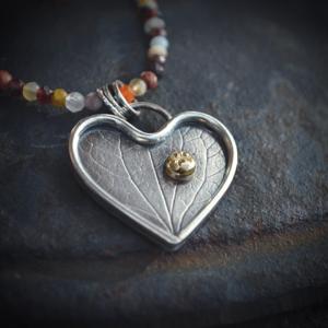 """Halssieraad van zilver met goud """"let your heart shine"""""""