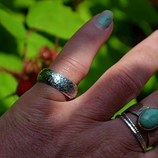 Gehamerde ring van zilver zware uitvoering