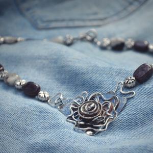 Halssieraad van zilver met Plum Blossom Jaspis