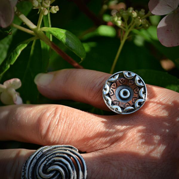 Handgemaakte Mandala ring van zilver en koper