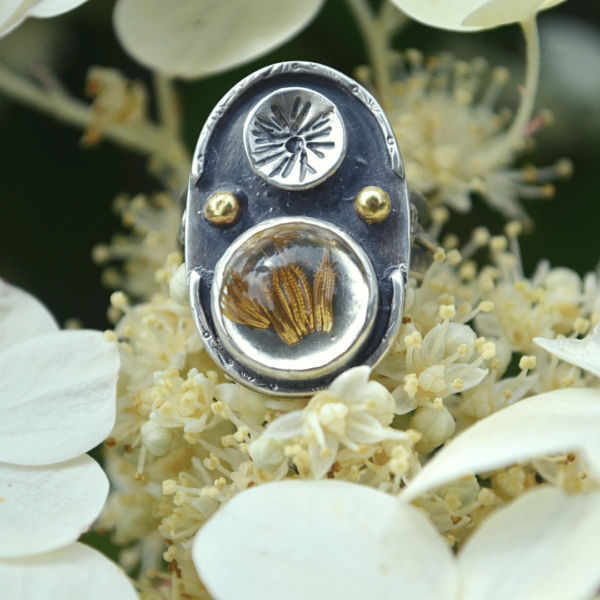 Handgemaakte Ring met echte paardenbloem zaadjes